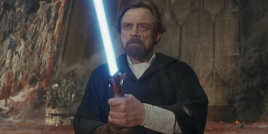 star-wars-the-last-jedi-luke-blue-lightsaber-1073640-1280x0